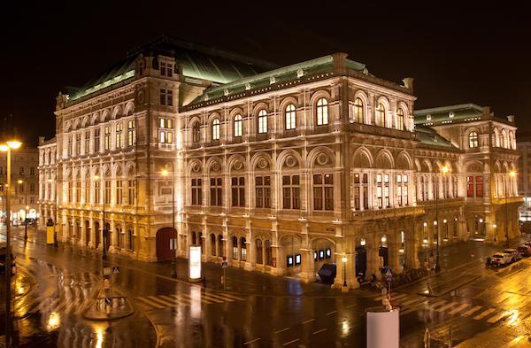 Vienna-State-Opera-in-night-Austria-dreamstime_xl_27199101