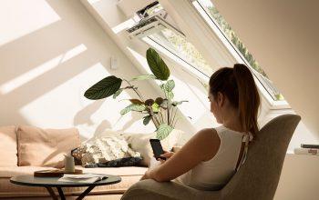 Mansardă luminoasă și aerisită cu ferestrele Velux